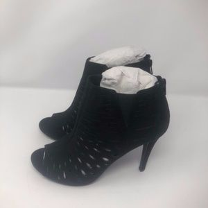 Artichoke Black Sandals